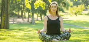 Lisa Fabry Nutrition & Yoga Therapy woman meditating in park